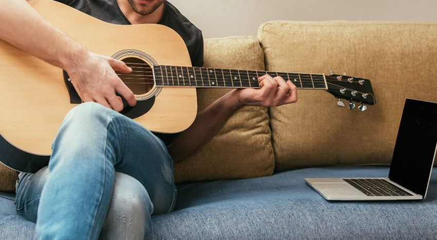 OMB GUITARS – A new technology that promises you will no longer play alone. Does it deliver?